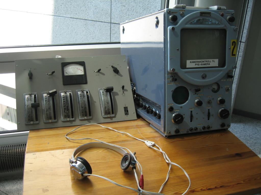 Kodingen av NRKs forsider er i gang. Bildet viser gammelt utstyr hos NRK Marienlyst. (Foto: Petter Holstad, CC: by nc).